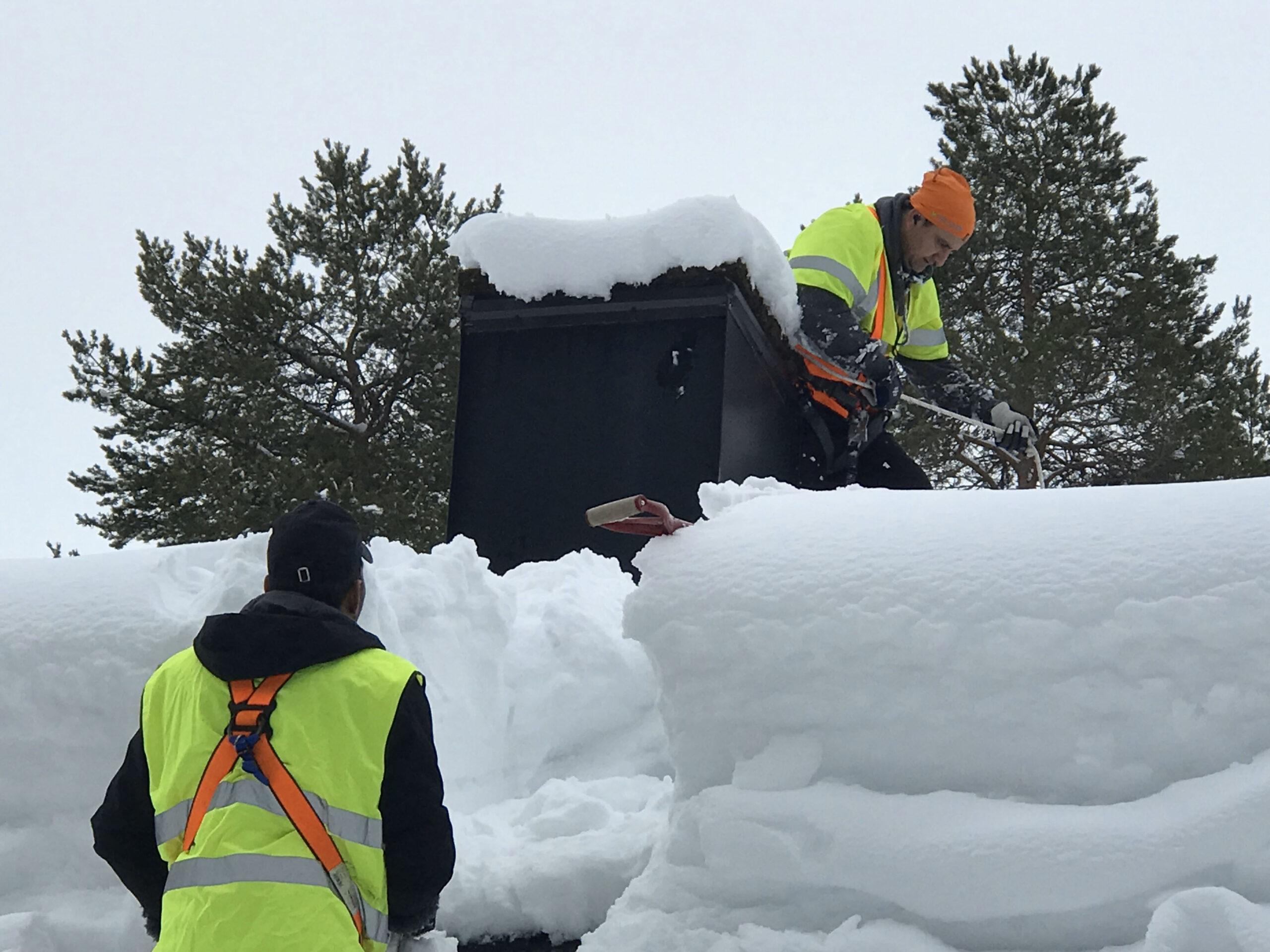 ANSVAR SÄKERHET Som snöskottare på tak har du ett ansvar för säkerheten för dig, dina arbetskamrater och övriga personer i anslutning till arbetsområdet. ANSVAR EGENDOM Du ansvarar för att inte egendom och utrustning skadas genom valet av utrustning och din arbetsmetod
